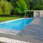 piscine enterrée sol pierre et bois